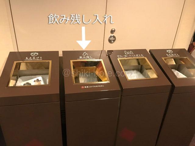 大阪四季劇場ロビーごみ箱