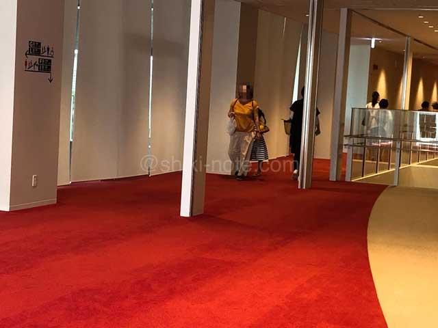 「カルッツかわさき」ホール3階ロビー
