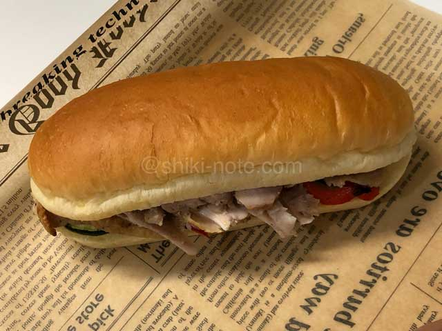鶏肉コンフィのサンドイッチ