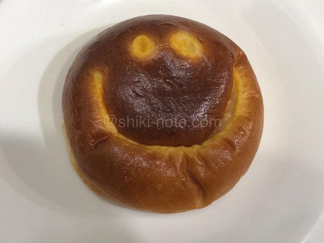 ブーランジェリー ラ・テール しあわせをよぶクリームパン