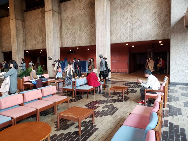 熊本県立劇場演劇ホールロビー