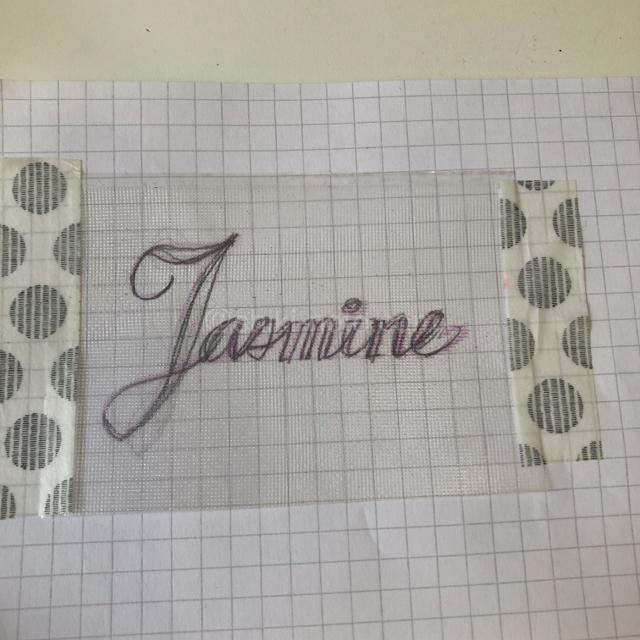 タオルにアルファベットを刺繍